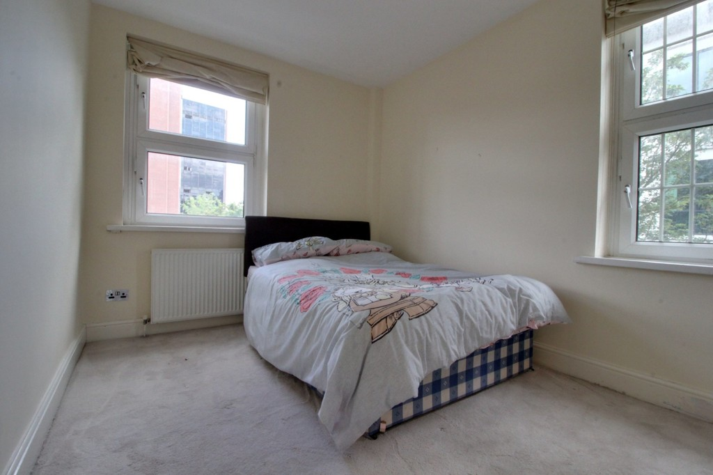 Image 5/8 of property Cropthorne Court Calthorpe Road