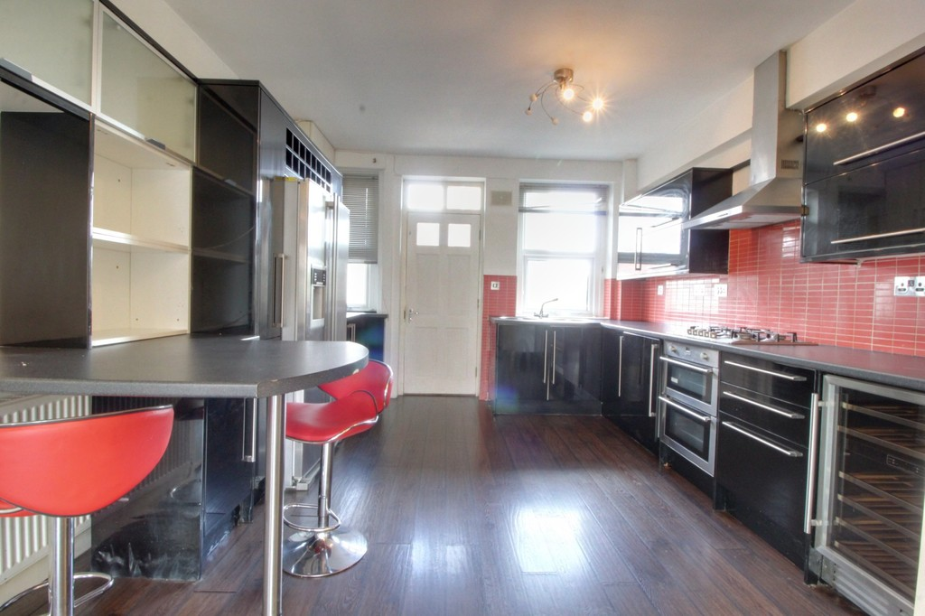Image 3/8 of property Cropthorne Court Calthorpe Road