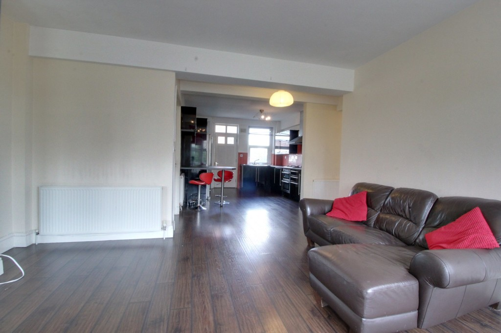 Image 8/8 of property Cropthorne Court Calthorpe Road