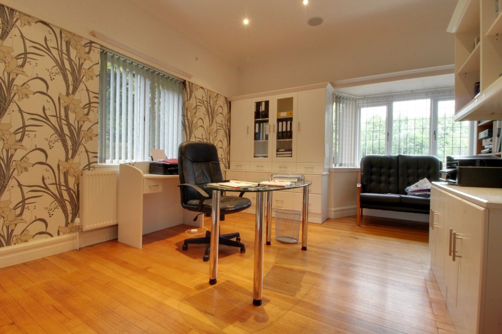 Image 9/25 of property Meadow Road, Edgbaston, B17 8DH