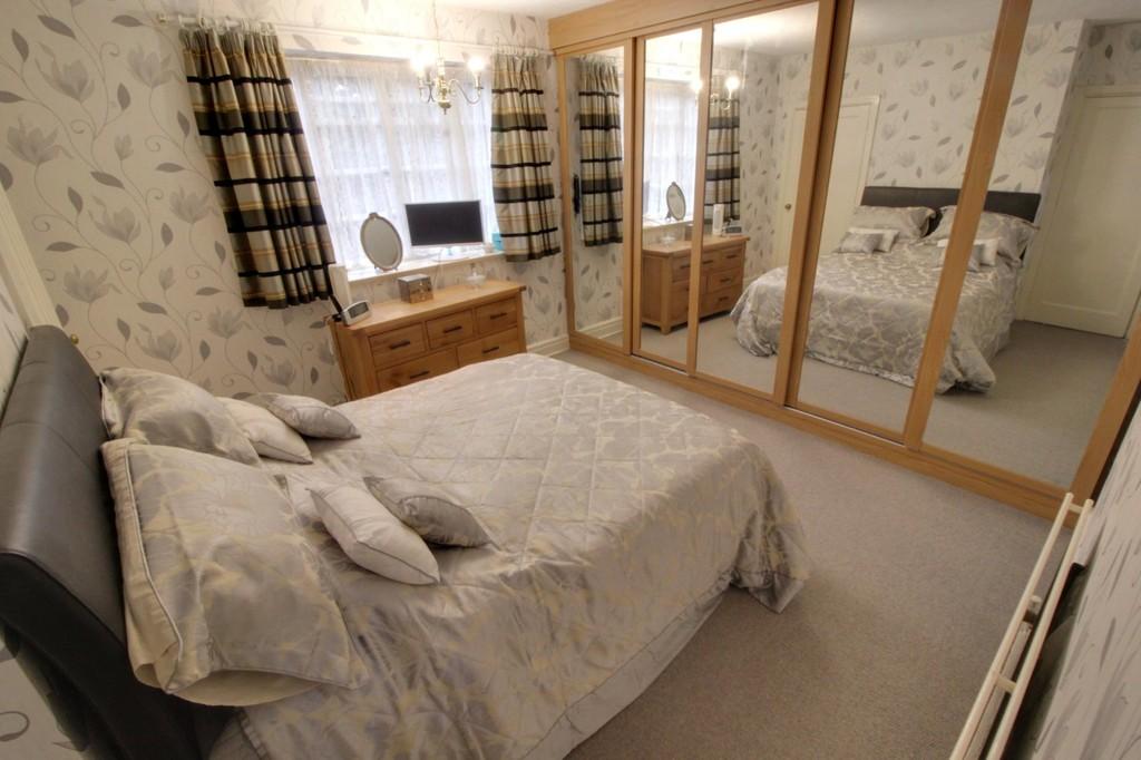 Image 5/15 of property Viceroy Close, Edgbaston, B5 7UR