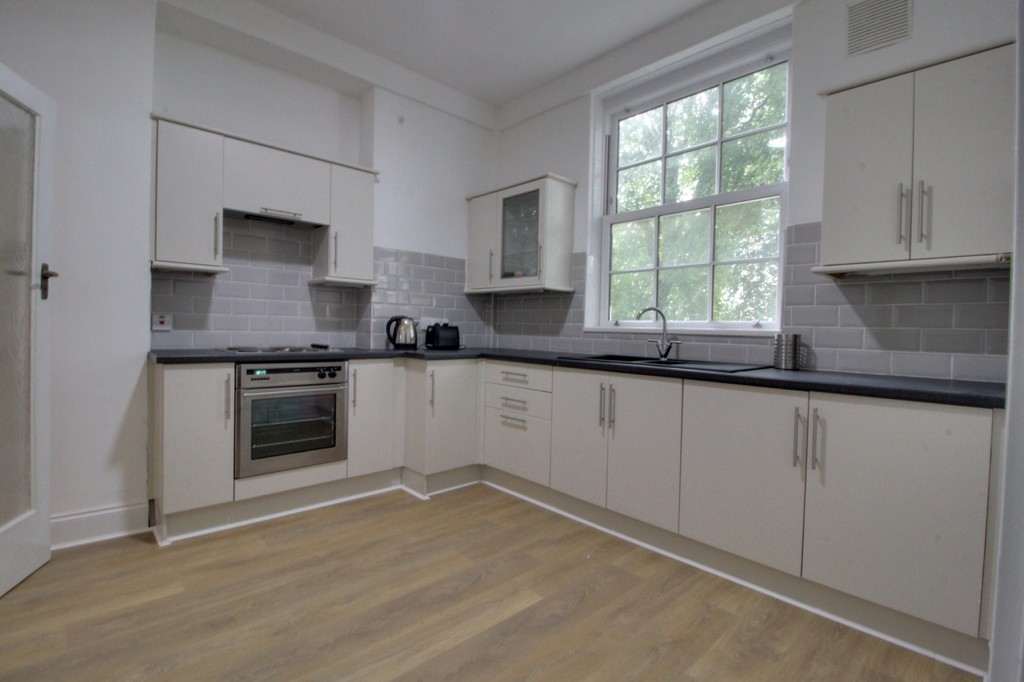 Image 3/9 of property Kenilworth Court Hagley Road
