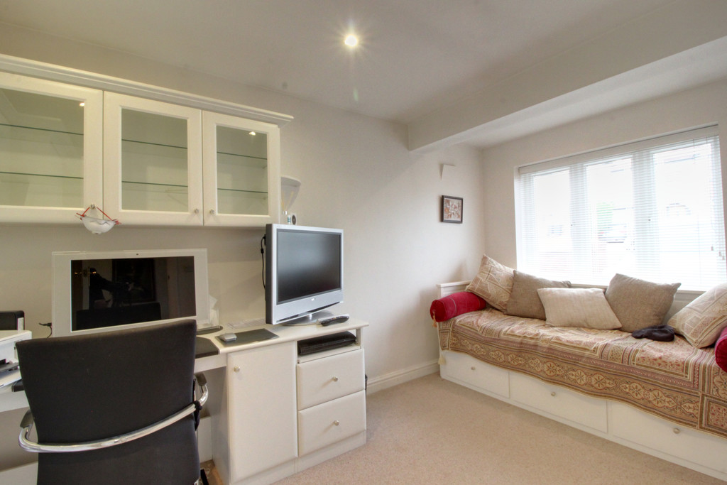 Image 4/15 of property Knightlow Road, Harborne, B17 8PX