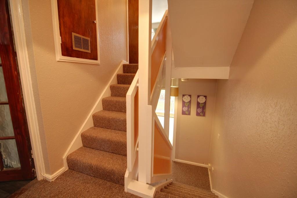 Image 8/11 of property Moss House Close, Birmingham City Centre, B15 1HE