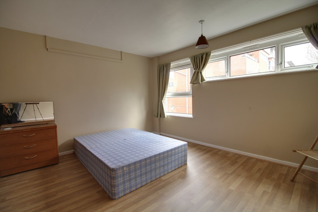 Image 7/11 of property Moss House Close, Birmingham City Centre, B15 1HE