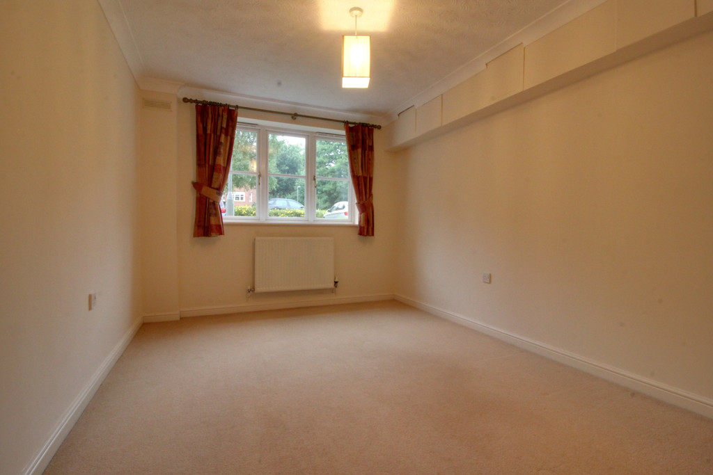 Image 8/11 of property Oakhill Close, Birmingham, B17 8DE