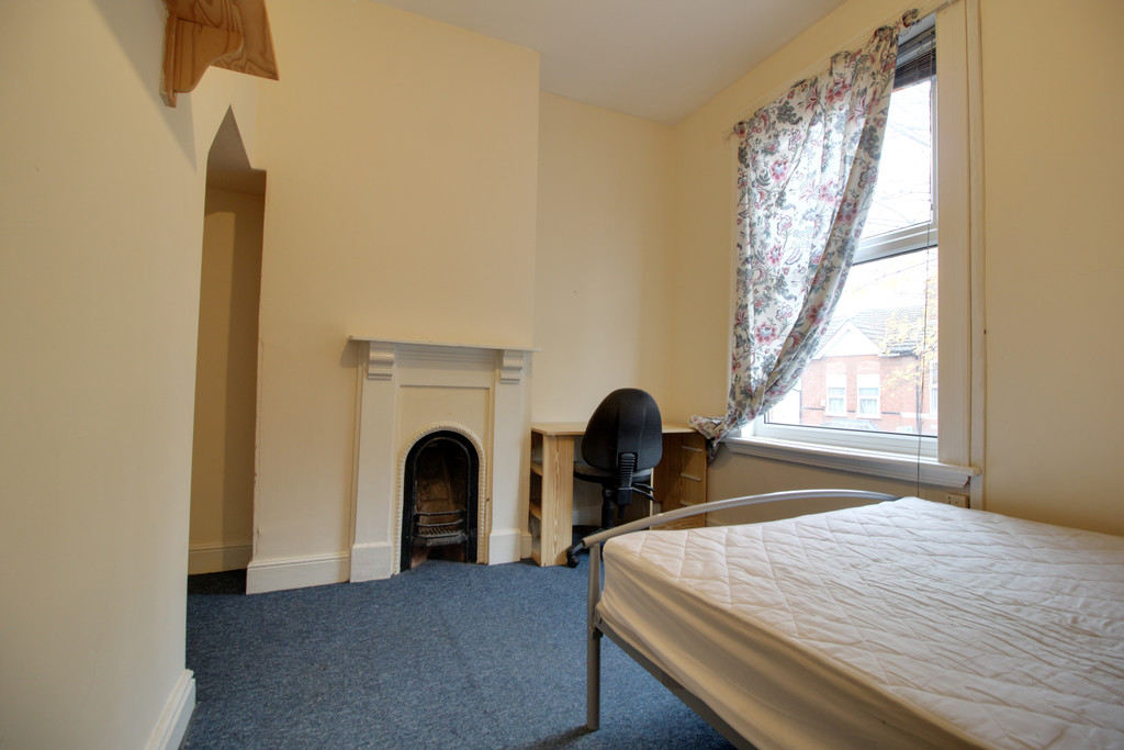 Image 5/8 of property Tiverton Road, Selly Oak, B29 6BY