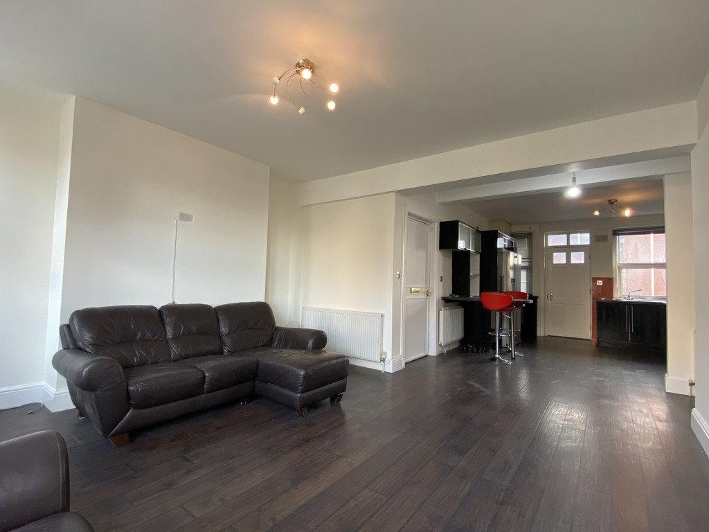Image 7/16 of property Cropthorne Court, Calthorpe Road, Edgbaston, B15 1QP