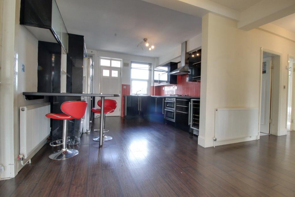 Image 8/16 of property Cropthorne Court, Calthorpe Road, Edgbaston, B15 1QP
