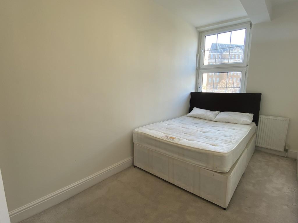 Image 11/16 of property Cropthorne Court, Calthorpe Road, Edgbaston, B15 1QP