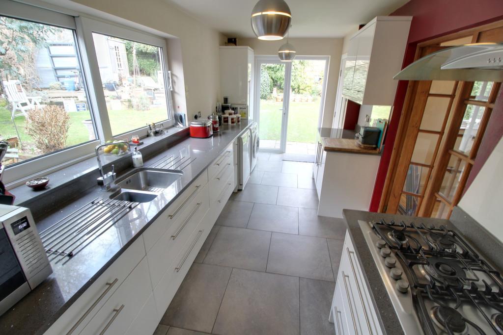 Image 4/14 of property Lelant Grove, Harborne, B17 9UA