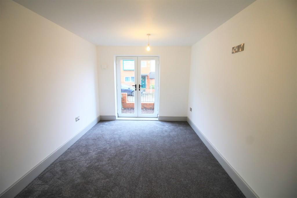 Image 4/10 of property St Catherines Close, Birmingham, B15 2FP