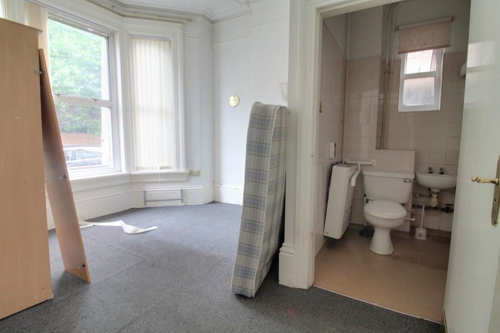 Image 14/18 of property Gillott Road, Birmingham, B16 0ES