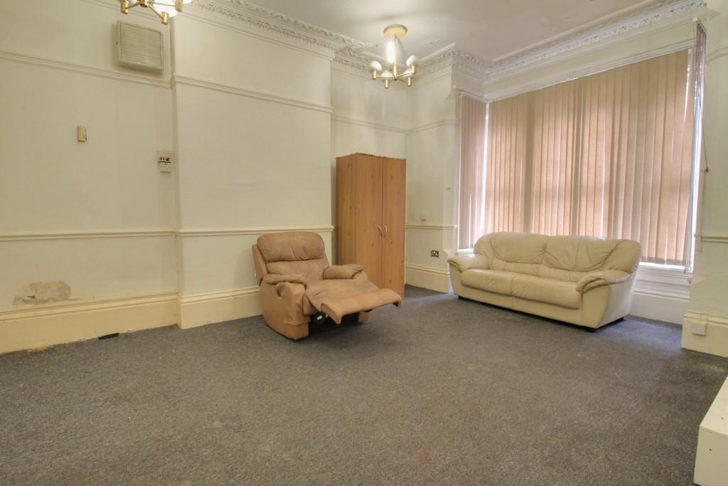 Image 4/18 of property Gillott Road, Birmingham, B16 0ES