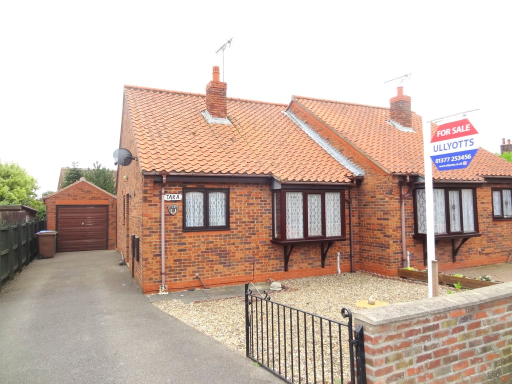2 bedroom Semi-Detached Bungalow - Howe Lane, Nafferton