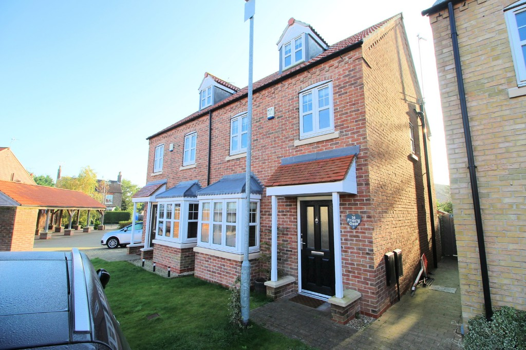 3 bedroom Semi-Detached House - Priory Close, Nafferton