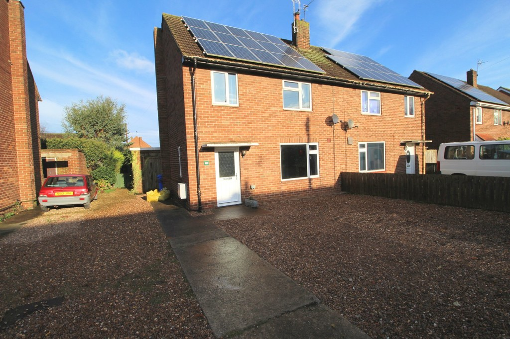 3 bedroom Semi-Detached House - Auchinleck Close, Driffield