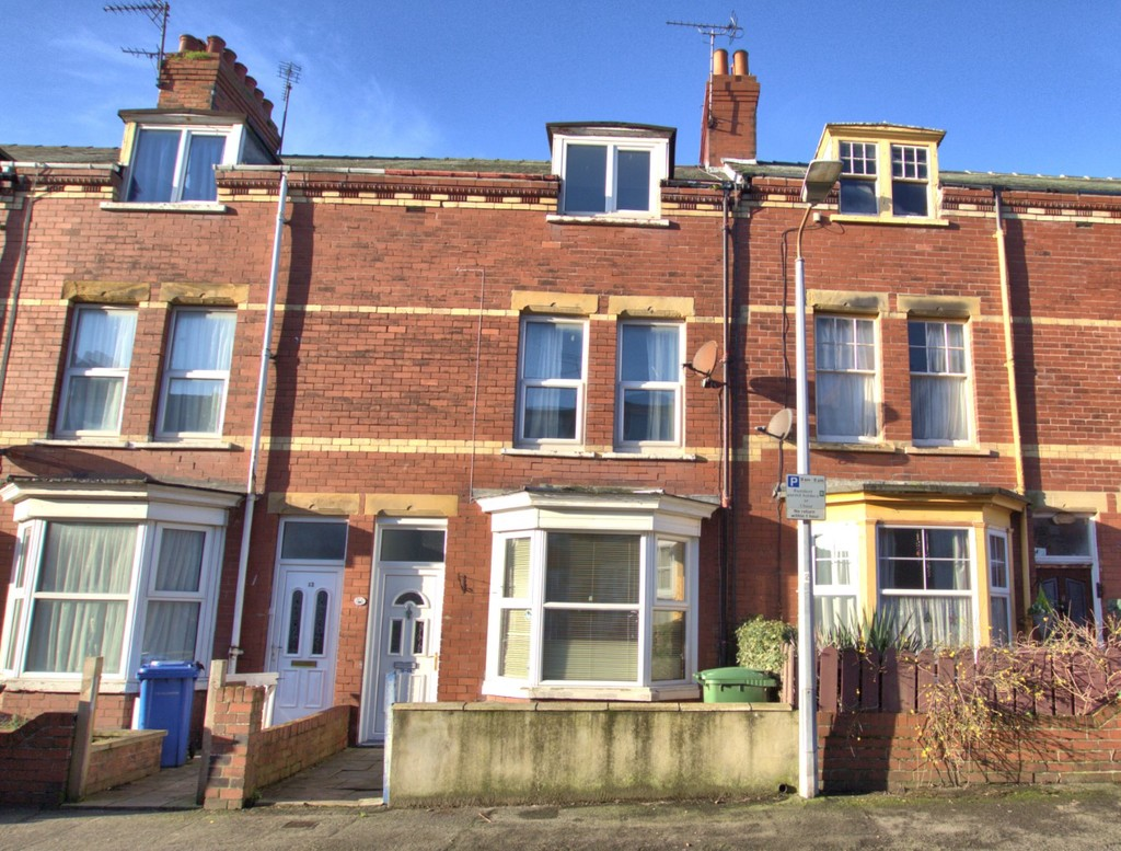 4 bedroom Mid Terraced House - Clarence Avenue, Bridlington