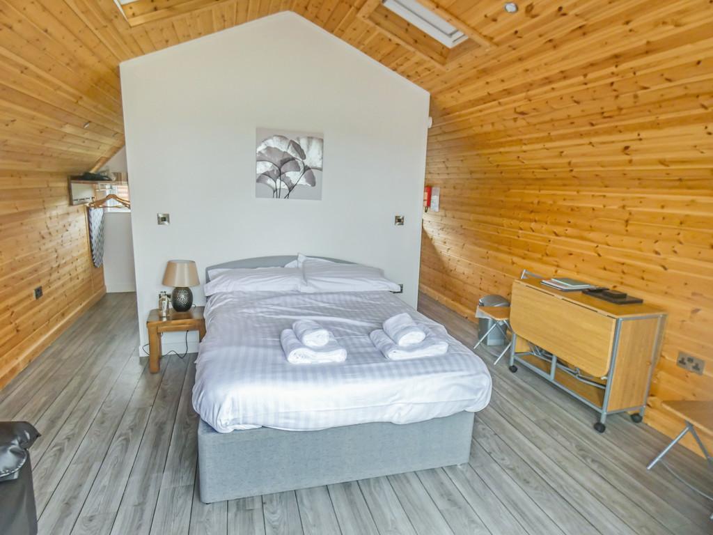 VIP Lodge, Bainbridge Ings Country Park - 0