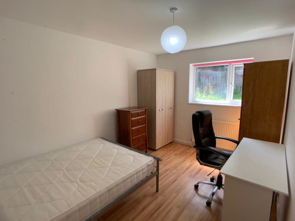Student property on Thief Lane, Hull Road - image 03
