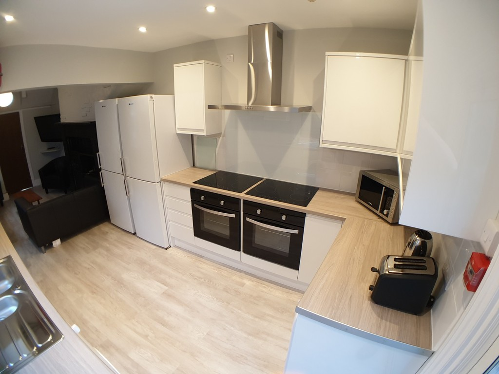 Student property on Haxby Road, The Groves - image 01