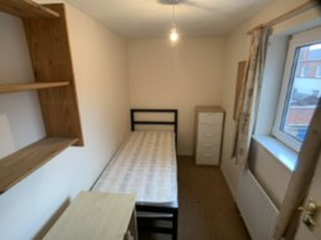 Student house on Newborough Street, Burton Stone Lane - image 06