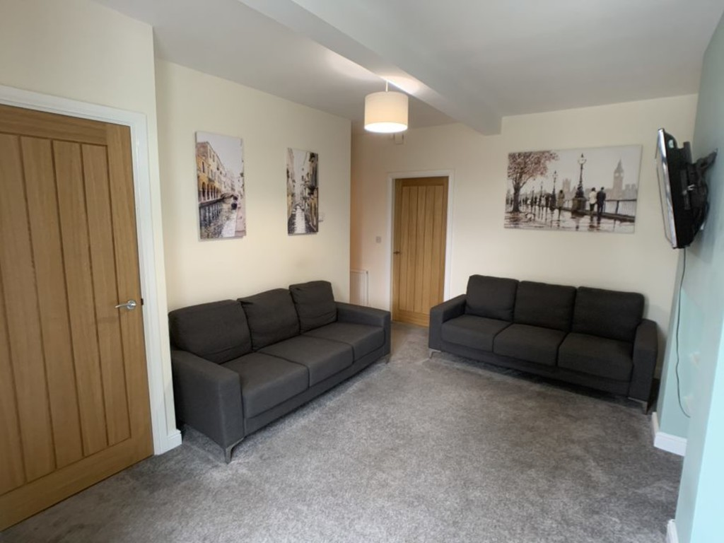 Student property on Melrosegate, Tang Hall - image 07
