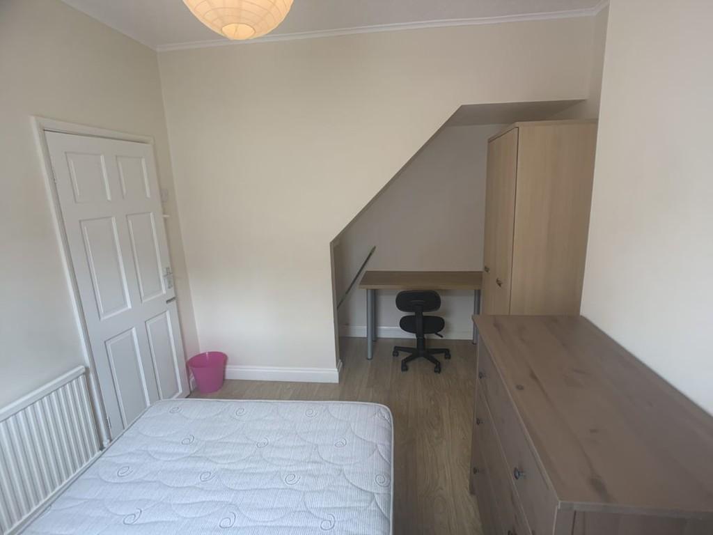 Student property on Newborough Street, Burton Stone Lane - image 07