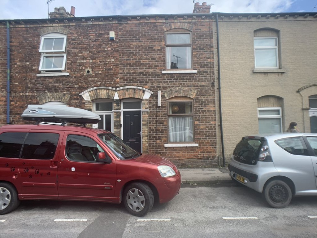 Student property on Newborough Street, Burton Stone Lane - image 03