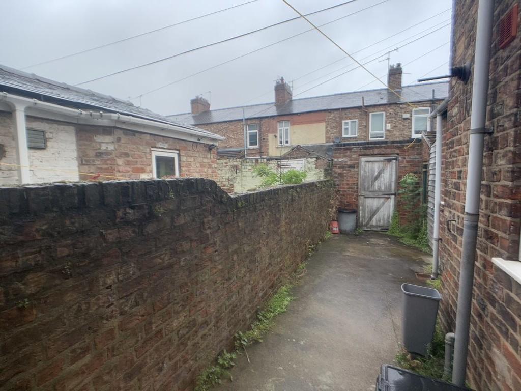 Student house on Upper Newborough Street, Burton Stone Lane - image 06