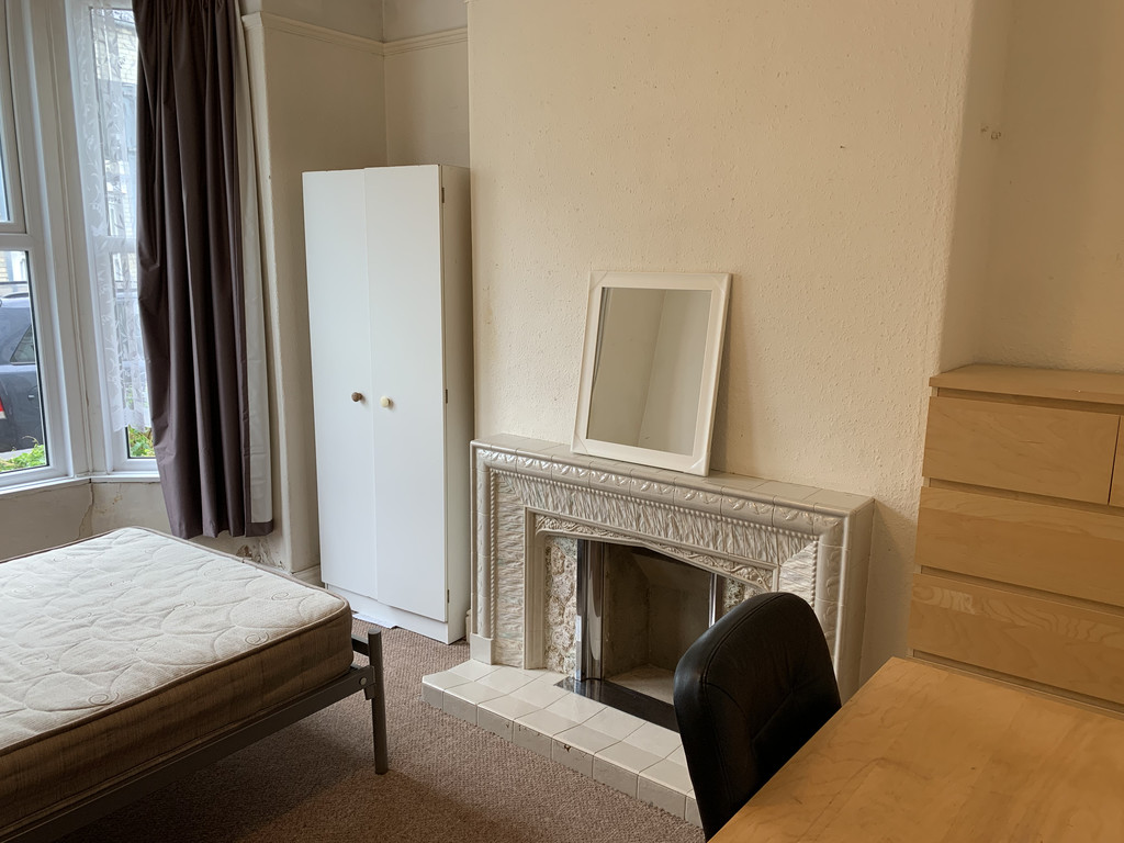 Student accommodation on Nunmill Street, South Bank - image 04