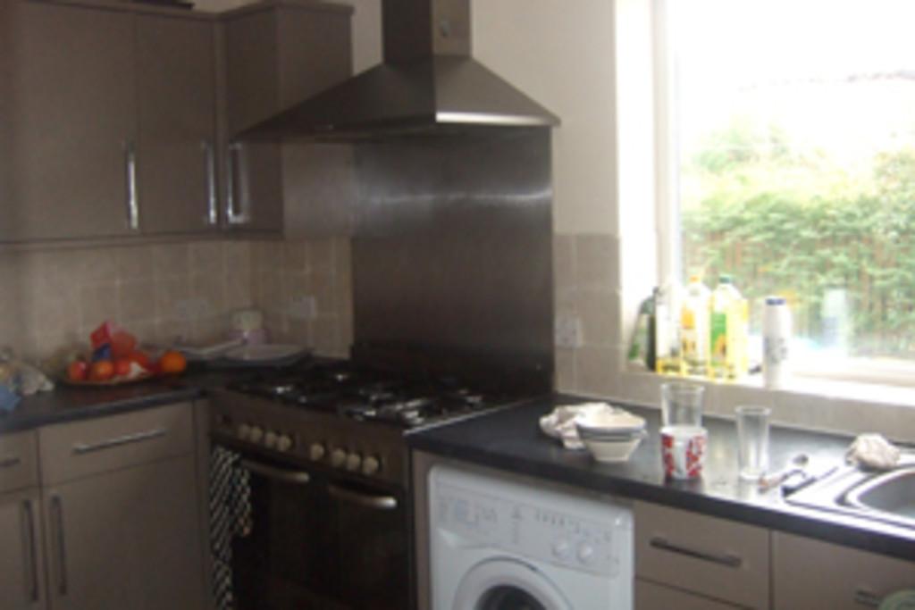 Student property on Burnholme Grove, Tang Hall - image 01