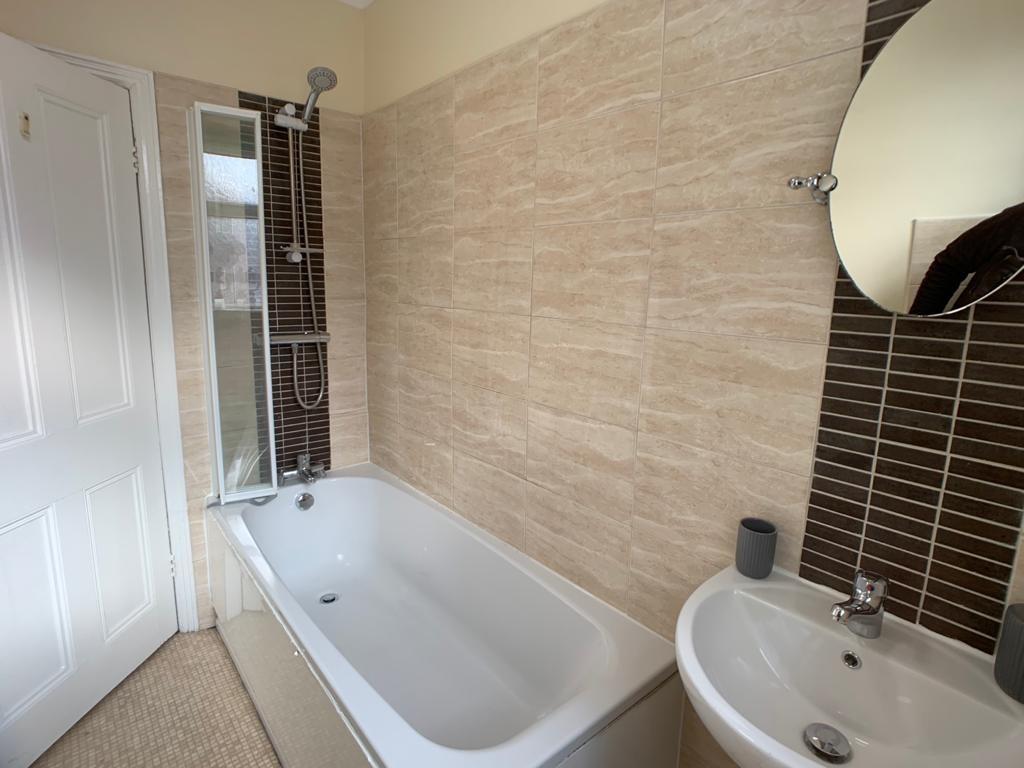 Student accommodation on Burton Stone Lane, Clifton - image 09