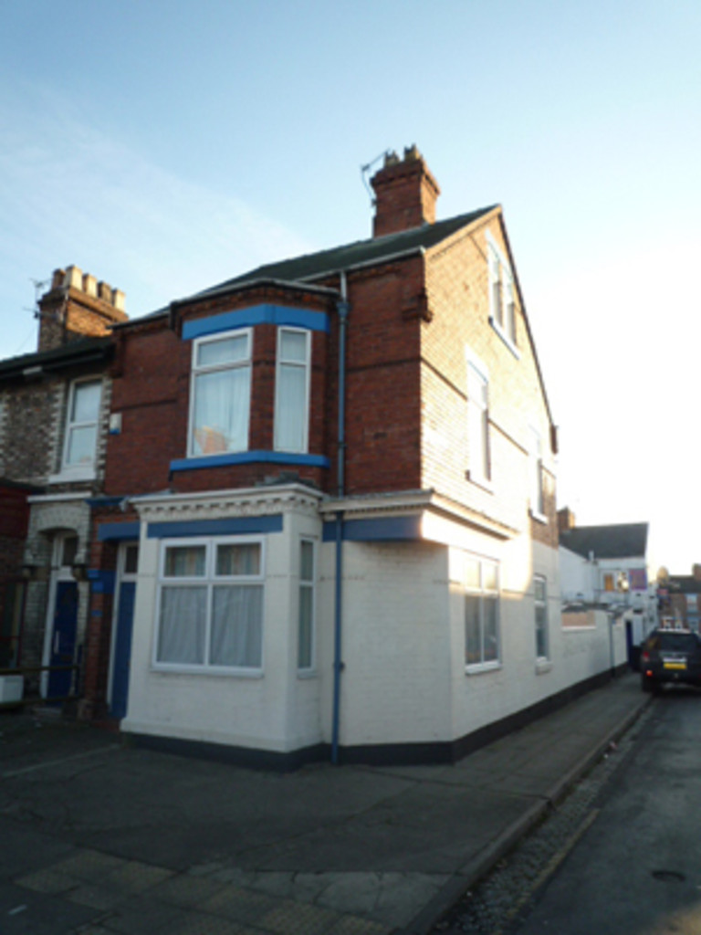 Student housing on Burton Stone Lane, Clifton - image 12