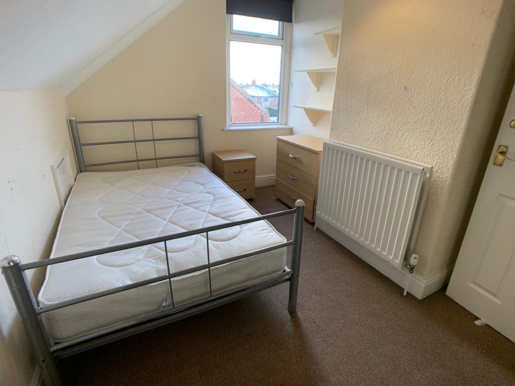 Student accommodation on Burton Stone Lane, Clifton - image 04