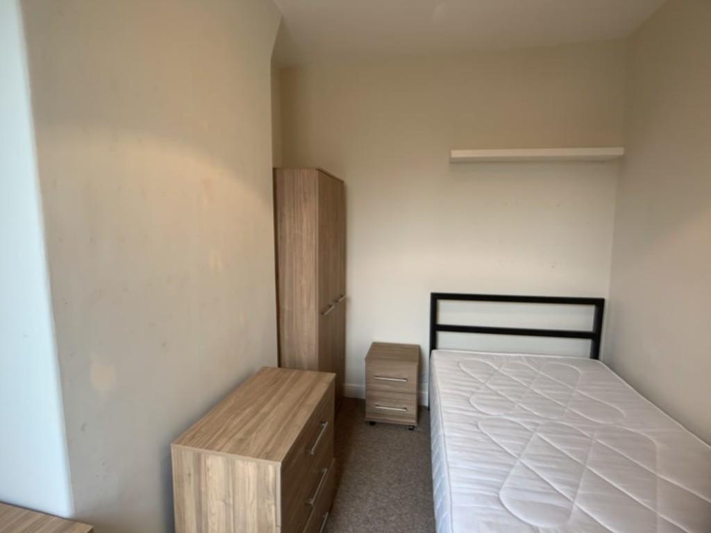 Student property on Garth Terrace, Burton Stone Lane - image 03