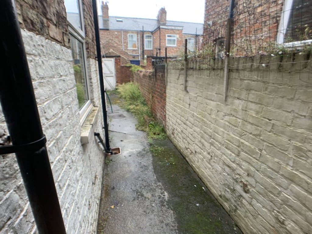 Student accommodation on Garth Terrace, Burton Stone Lane - image 04