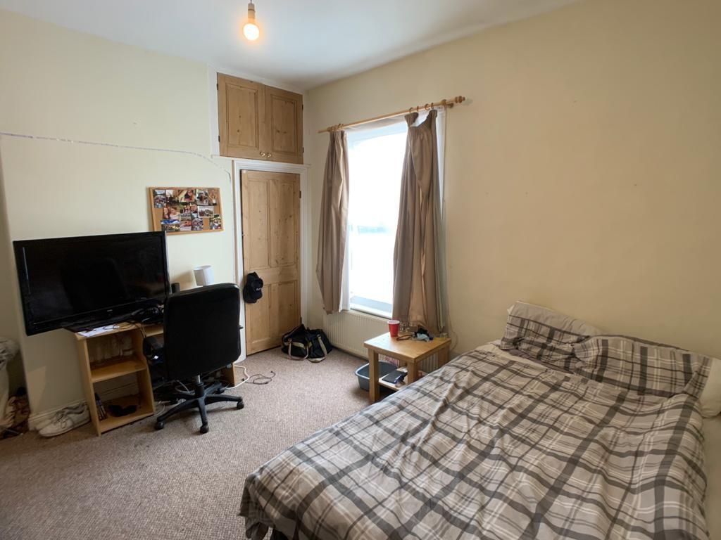 Student accommodation on Nunthorpe Road, South Bank - image 09