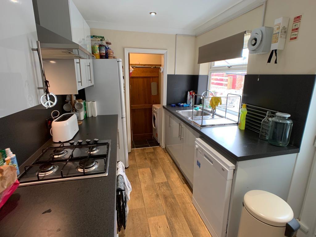 Student housing on Nunthorpe Road, South Bank - image 10