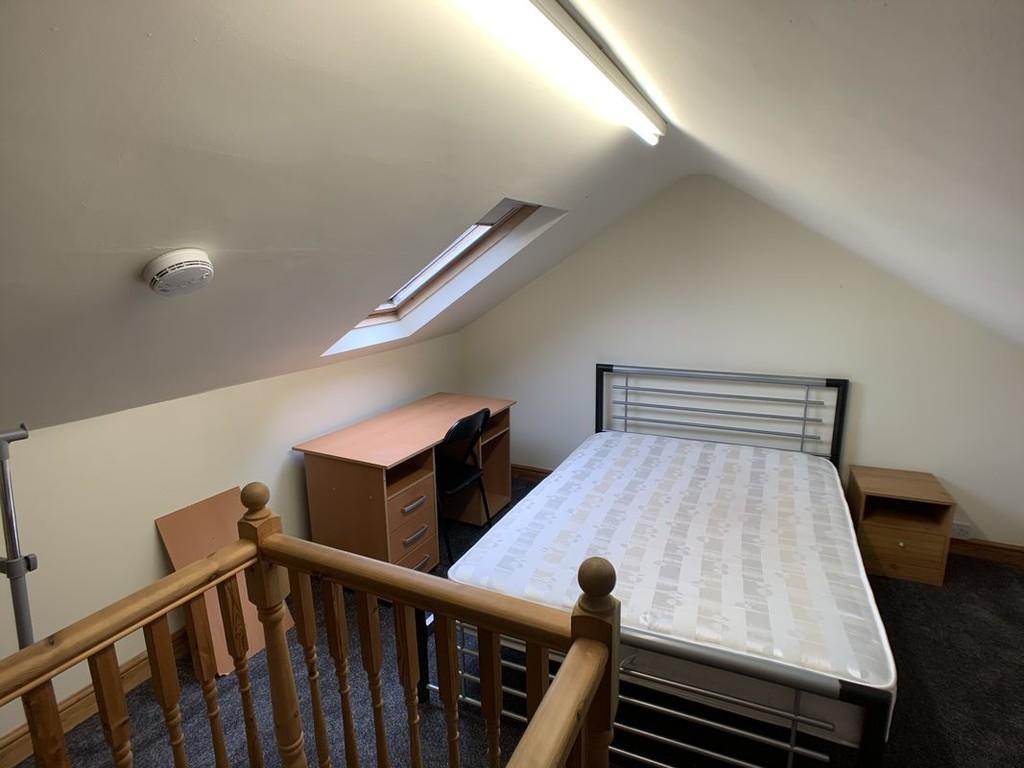 Student accommodation on Eldon Terrace, The Groves - image 02
