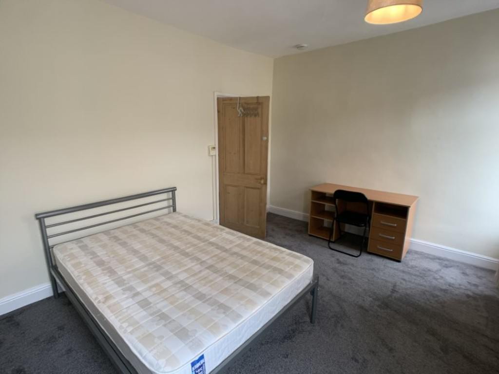 Student property on Eldon Terrace, The Groves - image 03