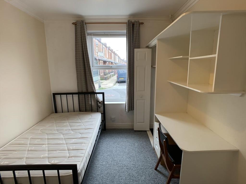 Student accommodation on Glencoe Street, Burton Stone Lane - image 04