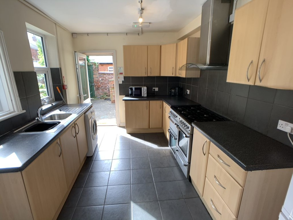 Student accommodation on Haxby Road - image 04