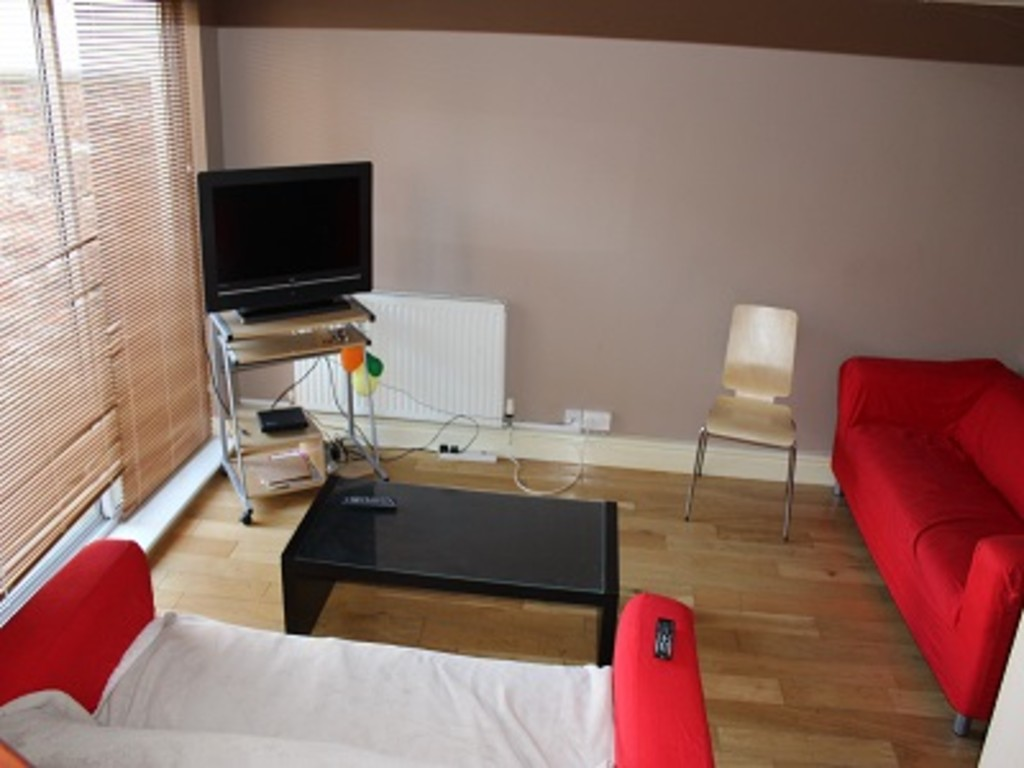 Student property on Lowther Street, The Groves - image 03