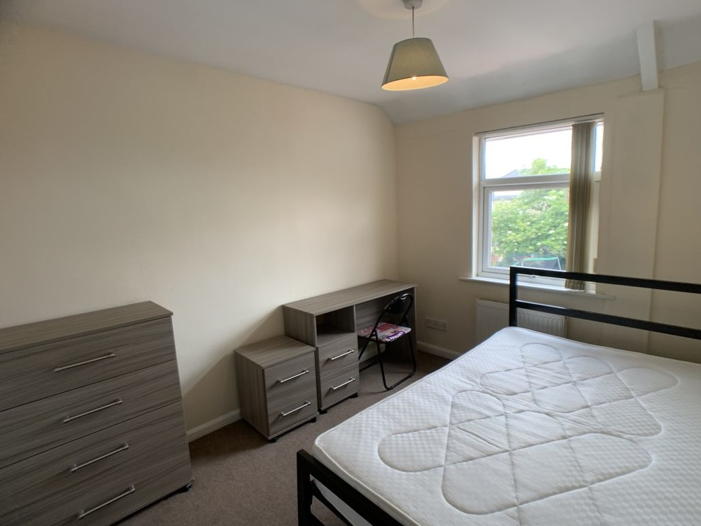Student accommodation on Alcuin Avenue, Tang Hall - image 04