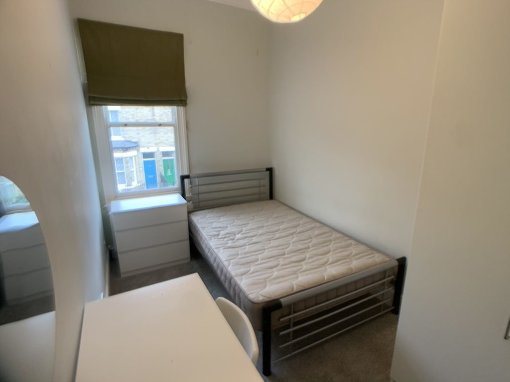 Student property on Park Grove, The Groves - image 01