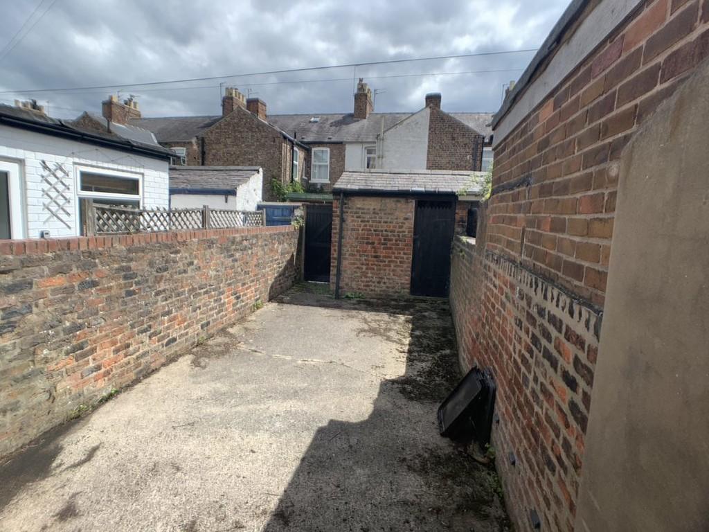 Student housing on Upper Newborough Street, Burton Stone Lane - image 05
