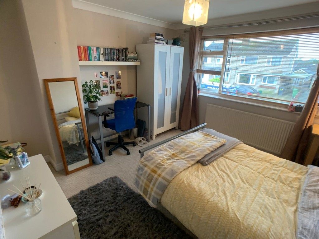 Student property on Brentwood Crescent, Badger Hill - image 03