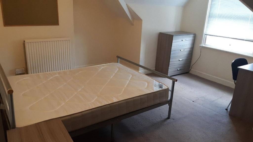 Student accommodation on East Parade, Heworth - image 09