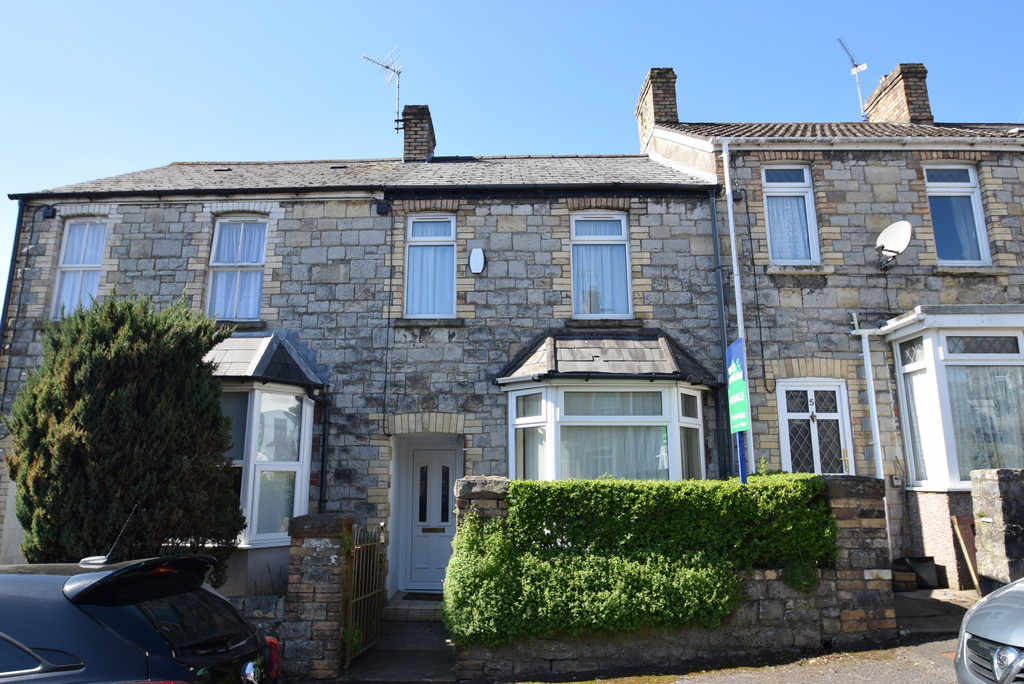 A Traditional Bay Fronted, 2 Bedroom Mid Terraced Property, Cae Dre Street, Bridgend